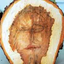 wajah dalam kayu