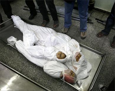 anak-palestina-di-gerbang-perbatasan-gaza-mesir